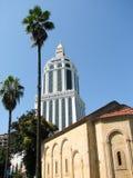 Vista della città con le alte costruzioni moderne piacevoli Immagine Stock Libera da Diritti