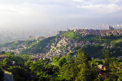 Vista della città da Medellin, Colombia immagini stock