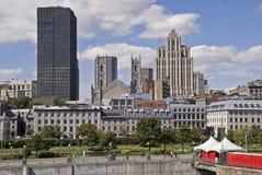 Vista della città da un porto immagini stock