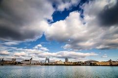 Vista della città dal lago Fotografie Stock Libere da Diritti