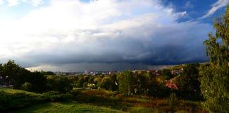 Vista della città dal parco degli stagni vilnius lithuania Fotografie Stock