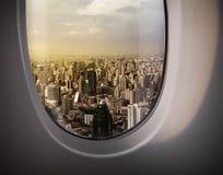 Vista della città dalla finestra Immagini Stock