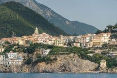 Vista della città del mare dall'acqua fotografia stock libera da diritti