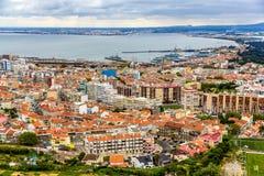 Vista della città di Almada vicino a Lisbona Immagini Stock Libere da Diritti