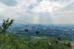 Vista della città di Almaty dal hil di Koktobe Immagini Stock