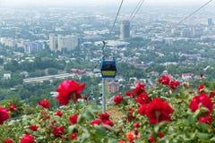 Vista della città di Almaty dalla collina di Koktobe Immagini Stock