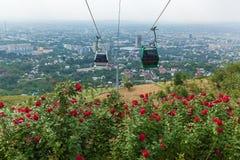 Vista della città di Almaty dalla collina di Koktobe Fotografia Stock Libera da Diritti