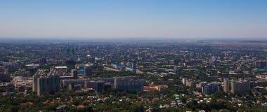 Vista della città di Almaty dalla collina di Koktobe, il Kazakistan Fotografia Stock Libera da Diritti