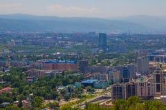 Vista della città di Almaty dalla collina di Koktobe, il Kazakistan Fotografie Stock Libere da Diritti