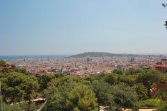 Vista della città di Barcellona e del mare Immagini Stock
