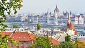 Vista della città di Budapest dal bastione del pescatore fotografia stock libera da diritti