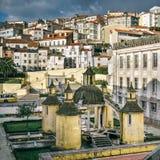 Vista della città di Coimbra fotografie stock