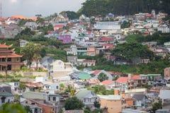 Vista della città di Dalat (provincia di Lam Dong, regione degli altopiani centrali Fotografia Stock