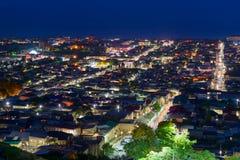 Vista della città di Derbent alla notte Repubblica di Dagestan, Russia Immagini Stock
