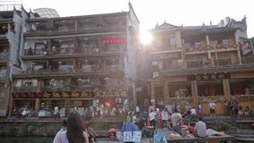 Vista della città di Fenghuang stock footage