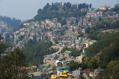 Vista della città di Gangtok, Sikkim, India fotografia stock libera da diritti