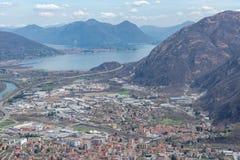 Vista della città di Gravellona Toce fotografia stock