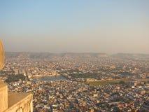 Vista della città di Jaipur dalla fortificazione di Nahargarh, Ragiastan, India fotografia stock libera da diritti