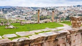 Vista della città di Jerash e della città antica di Gerasa Fotografia Stock
