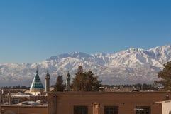 Vista della città di Kachan, Iran con la catena montuosa nel fondo Fotografie Stock Libere da Diritti