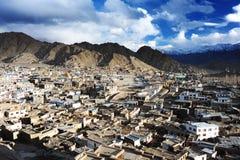 Vista della città di Leh dal palazzo di Leh, Leh, Ladakh, India fotografia stock libera da diritti