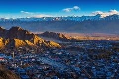 Vista della città di Leh, la capitale di Ladakh Fotografia Stock