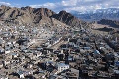 Vista della città di Leh, la capitale di Ladakh, India del Nord Fotografie Stock Libere da Diritti