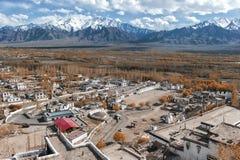 Vista della città di Leh, la capitale di Ladakh, India del Nord Immagini Stock Libere da Diritti
