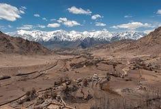 Vista della città di Leh, la capitale di Ladakh, India del Nord Immagine Stock Libera da Diritti
