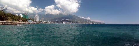 Vista della città di Mar Nero di Jalta immagini stock