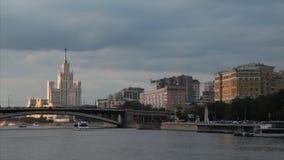 Vista della città di Mosca Russia nella sera stock footage