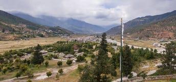Vista della città di Paro dal tempio di Rinpung Dzong Immagine Stock