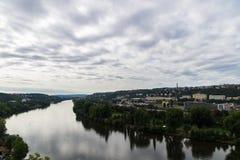 Vista della città di Praga dalla collina di Vysehrad Immagine Stock