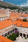 Vista della città di Ragusa con la torre e l'iarda privata Fotografie Stock