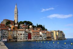 Vista della città di Rovigno in Istria fotografia stock