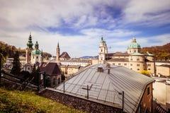 Vista della città di Salisburgo dalla fortezza Hohensalzburg in Austria, tempo di primavera Fotografie Stock