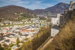 Vista della città di Salisburgo dalla fortezza Hohensalzburg in Austria, tempo di primavera Fotografie Stock Libere da Diritti