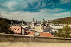 Vista della città di Salisburgo dalla fortezza Hohensalzburg in Austria, tempo di primavera Immagine Stock Libera da Diritti