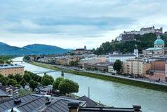 Vista della città di Salisburgo di estate da alto (l'Austria) Immagine Stock