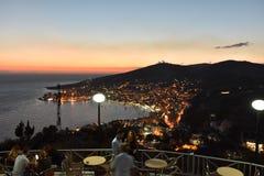 Vista della città di Saranda sulle montagne Fotografie Stock