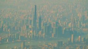 Vista della città di Shanghai dall'aeroplano video d archivio