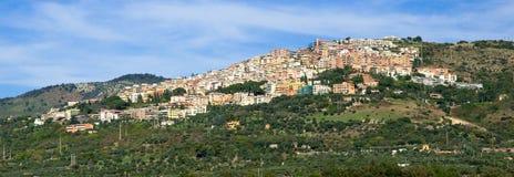 Vista della città di Tivoli sulla montagna a Roma Immagini Stock