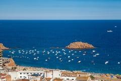 Vista della città di Tossa de marzo, città su Costa Brava fotografia stock