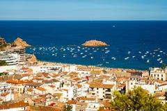 Vista della città di Tossa de marzo, città su Costa Brava immagini stock libere da diritti