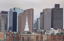 Vista della città di vecchio e di nuovo Immagini Stock Libere da Diritti