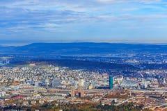 Vista della città di Zurigo dalla montagna di Uetliberg Immagini Stock Libere da Diritti