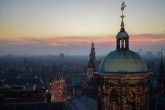 Vista della città durante il tramonto fotografie stock libere da diritti