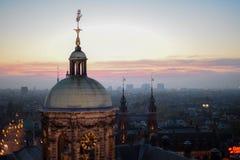 Vista della città durante il tramonto fotografia stock