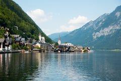 Vista della città famosa di Hallstatt Lakeside nelle alpi Fotografie Stock