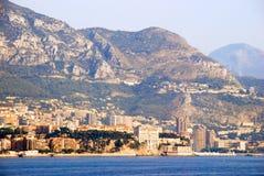 Vista della città francese di Nizza dal mare con la nave da crociera fotografia stock
